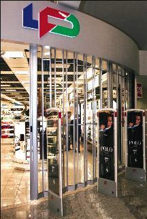 Impact Clear Anodized Nuance duty free Lisbon Airport Portugal